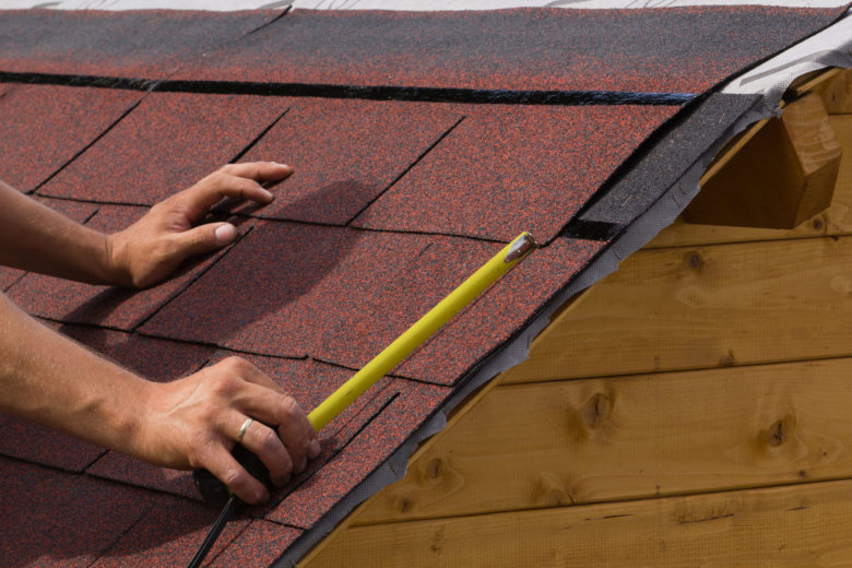 Dallas roof repair, measuring shingles